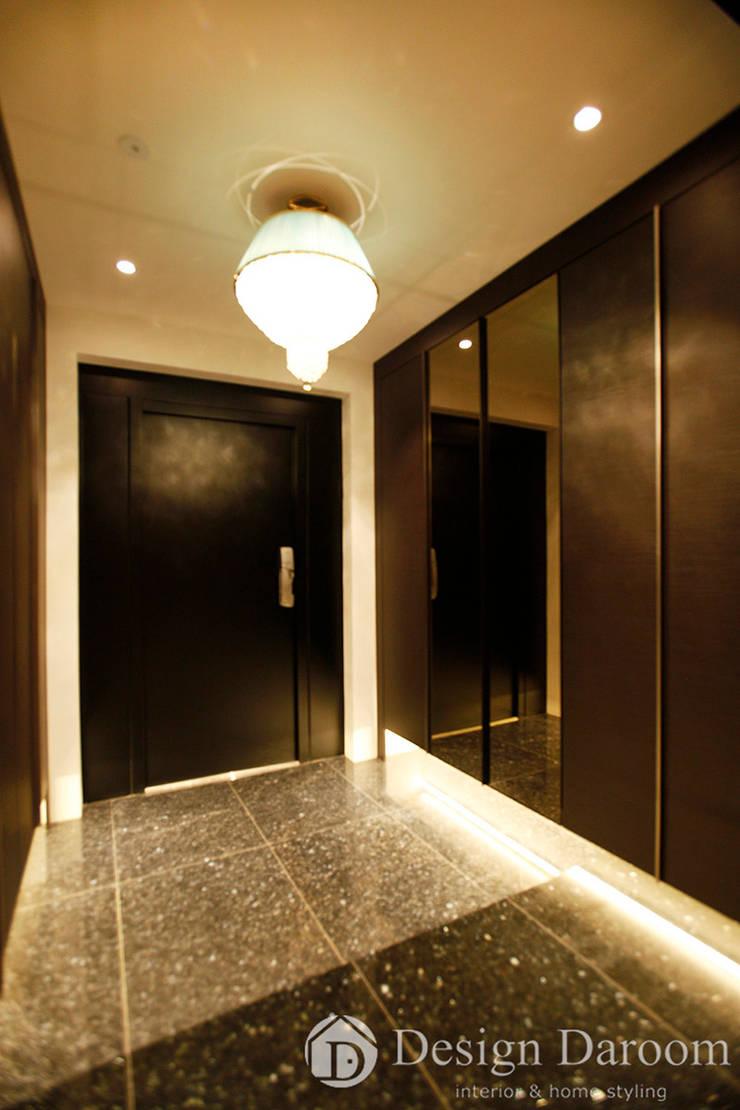Pasillos, vestíbulos y escaleras modernos de Design Daroom 디자인다룸 Moderno