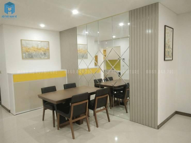 Vách ốp tường kính cường lực tráng thủy tăng diện tích không gian:  Phòng ăn by Công ty TNHH Nội Thất Mạnh Hệ, Hiện đại Gạch ốp lát