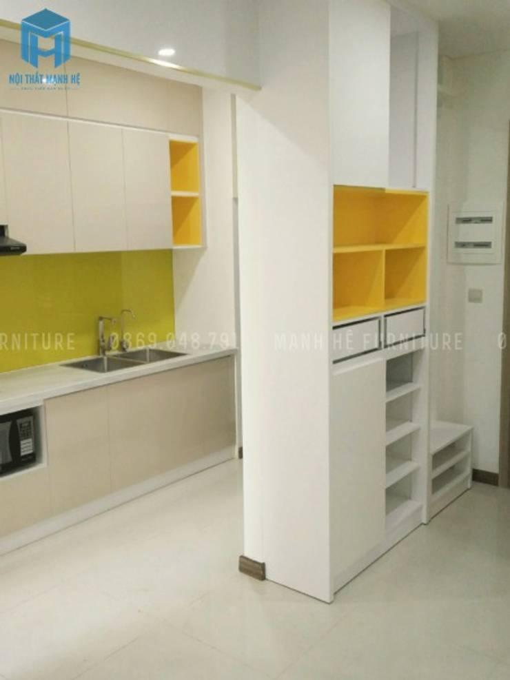 Tủ bếp và kệ giày:  Nhà bếp by Công ty TNHH Nội Thất Mạnh Hệ, Hiện đại Gỗ thiết kế Transparent
