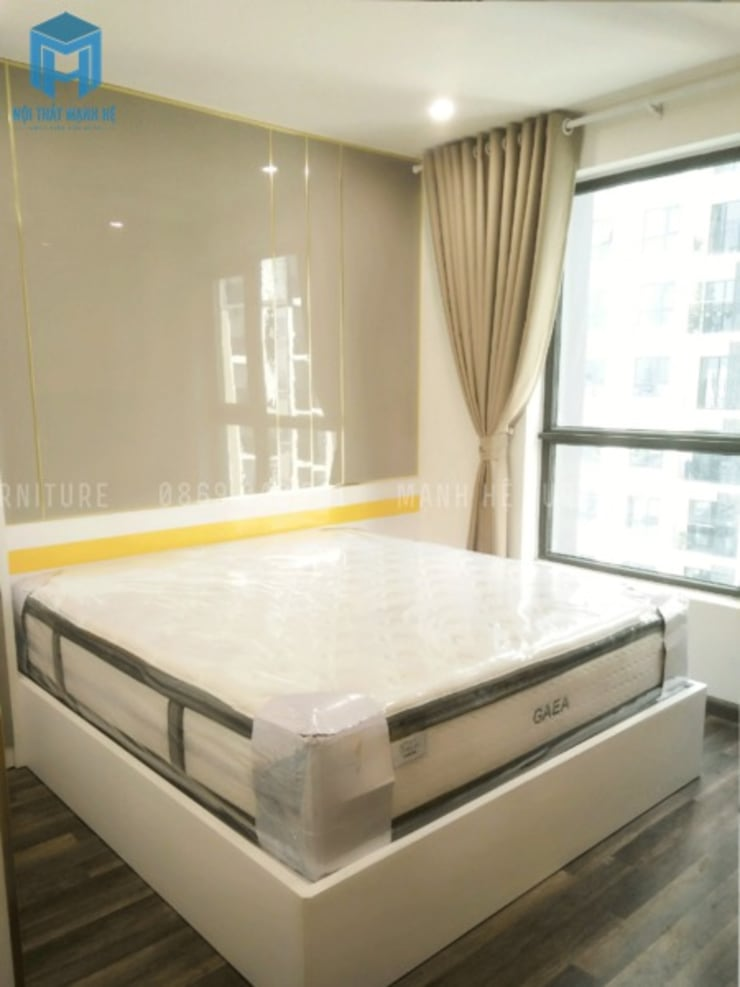 Phòng ngủ được đạt sát cửa sổ:  Phòng ngủ nhỏ by Công ty TNHH Nội Thất Mạnh Hệ, Hiện đại Gỗ thiết kế Transparent