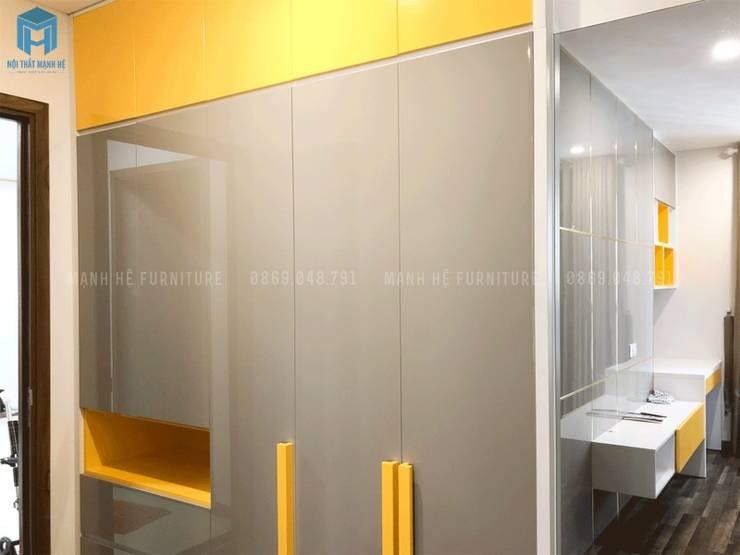 Tủ quần áo hiện đại:  Phòng ngủ nhỏ by Công ty TNHH Nội Thất Mạnh Hệ, Hiện đại Gỗ Wood effect