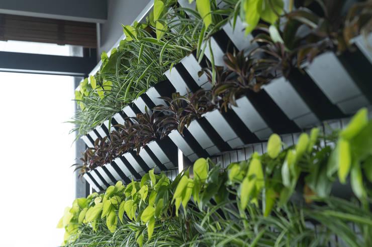 植栽牆: 產業  by 昕益有限公司, 工業風
