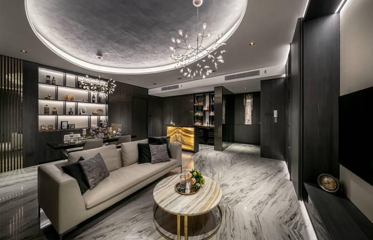 Balmoral Hills:  Living room by Summerhaus D'zign,Modern