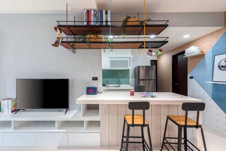 貓肥家潤:  廚房 by 澄月室內設計, 工業風