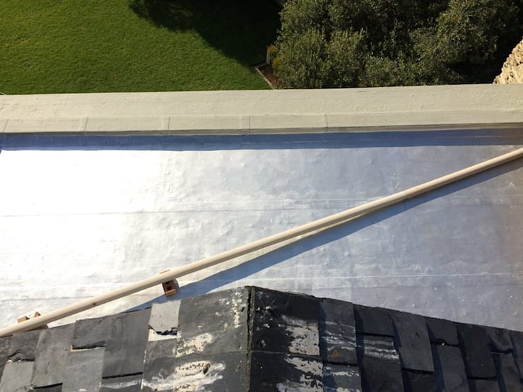 Torch-On Waterproofing On A Flat Concrete Slab:  Flat roof by Speciality Waterproof & Roof, Classic Concrete