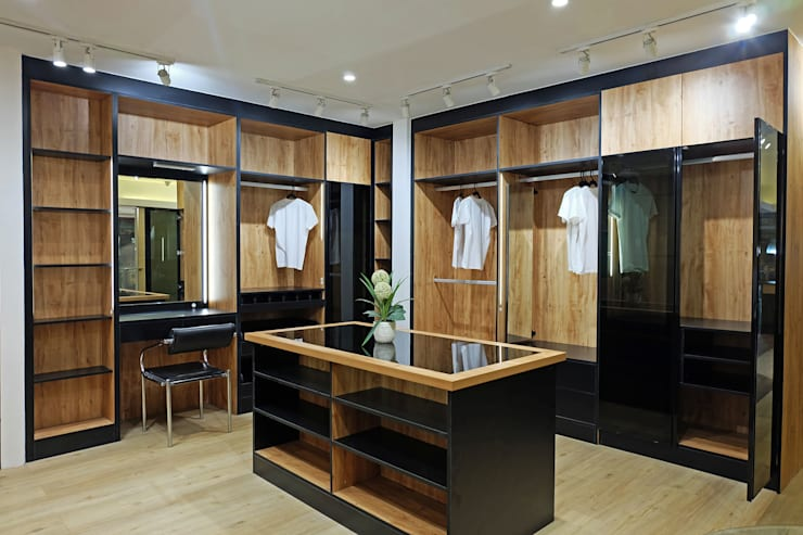 Walk in Closet: modern  by Ideal Home, Modern Plywood