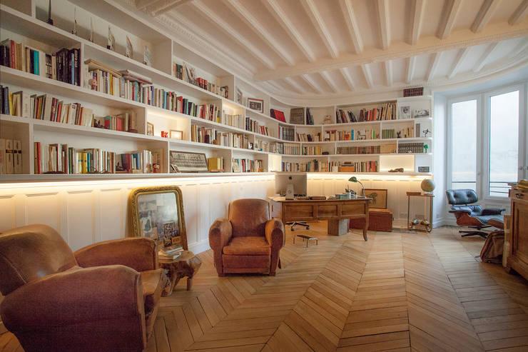 Salon: Bureau de style  par Créateurs d'Interieur, Éclectique Bois Effet bois