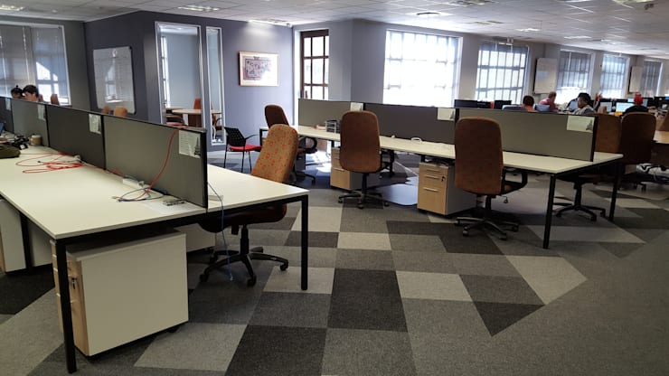 Office space:  Office buildings by Flooring Projects, Modern