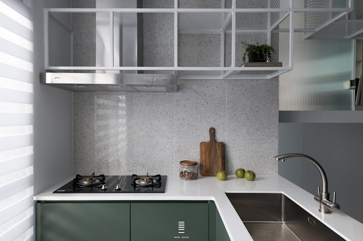 構築。童框 現代廚房設計點子、靈感&圖片 根據 質覺制作設計有限公司 現代風