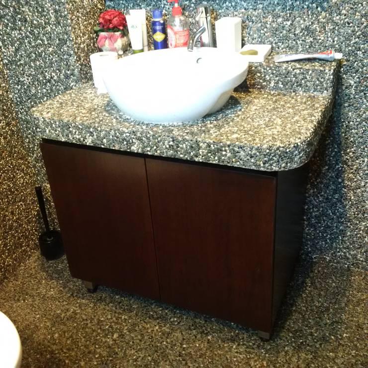 INTERIOR REFURBISHMENT FOR APARTMENT AT TAMAN KUCHAI LAMA, KUALA LUMPUR Tropical style bathrooms by eL precio Tropical