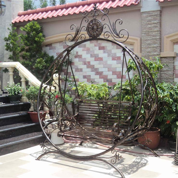 Xích đu sân vườn: hiện đại  by CÔNG TY TNHH HỒN SẮT VIỆT, Hiện đại Sắt / thép