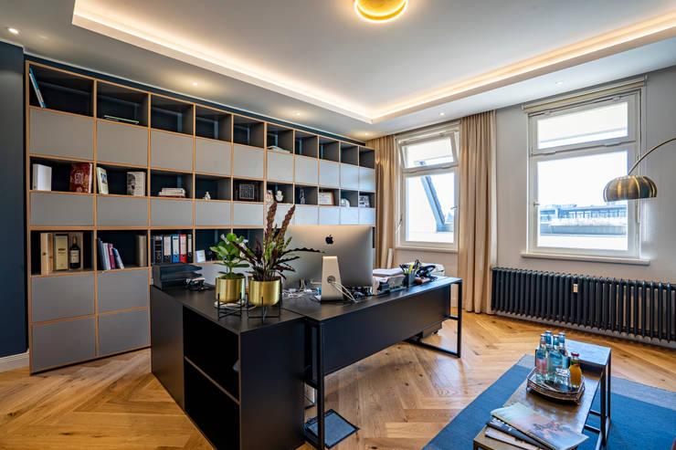 Custom made grey storage shelves: modern  von Ivy's Design - Interior Designer aus Berlin,Modern Holz Holznachbildung