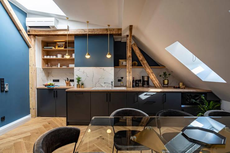 Black custom made kitchen von Ivy's Design - Interior Designer aus Berlin Modern Holz Holznachbildung