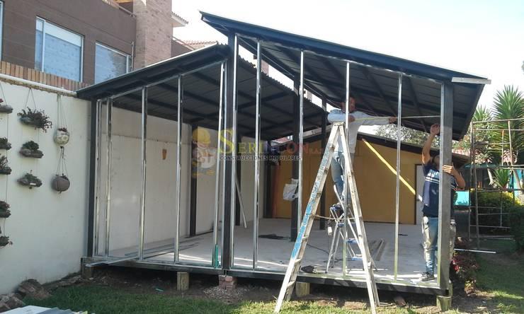 Construccion de Casas, Colegios, Bodegas, Centros Comerciales e Iglesias en sistema modular liviano.:  de estilo industrial por Serincon SAS, Industrial