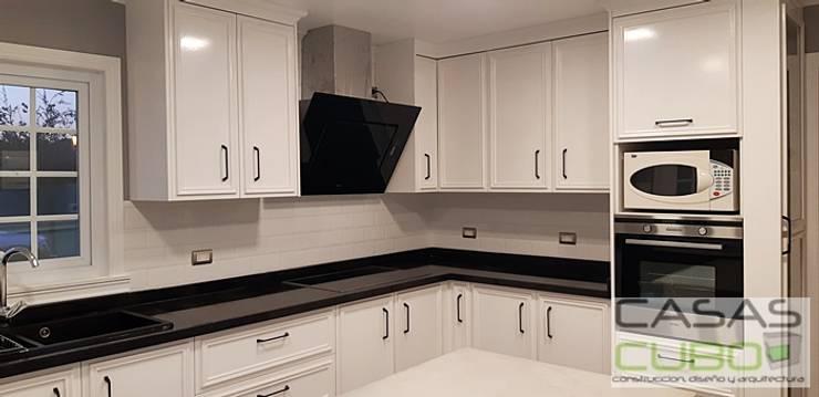 CASA BRISAS DE CHICUREO -CASA 161M2 + terraza 39M2 Cocinas de estilo moderno de casas cubo Moderno