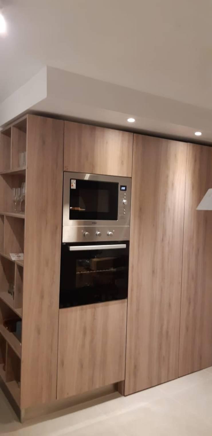 Cocina Moderna llena de Luz de STOSA CUCINE CHILE Moderno