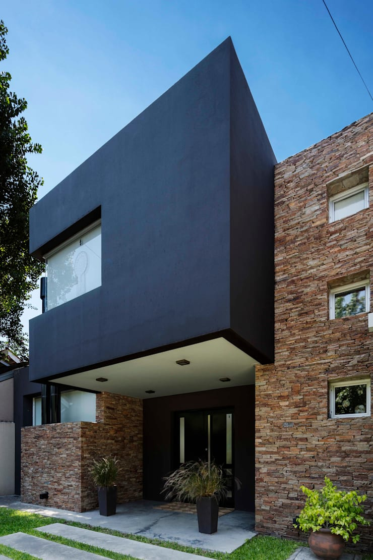 Single family home by Carbone Arquitectos, Modern