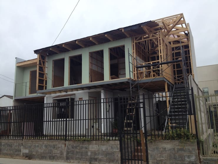 Ampliacion casa de madera 02 de GSE construcción Moderno Aglomerado