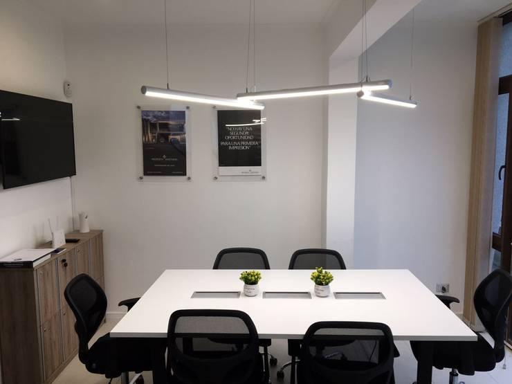 Coworking Oficinas y bibliotecas de estilo moderno de GB Arquitectura Moderno Aglomerado