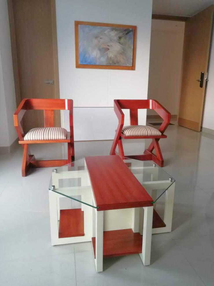 Mesa de centro + par de sillas de madera de Etnia - Mobiliario e Interiorismo Minimalista Madera Acabado en madera