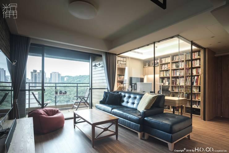 客廳與書房 现代客厅設計點子、靈感 & 圖片 根據 光合作用設計有限公司 現代風 玻璃