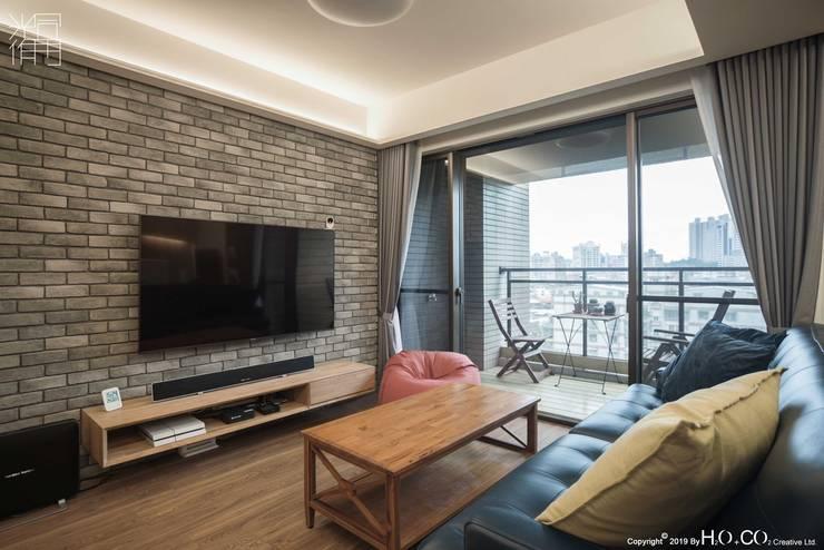 客廳電視牆 现代客厅設計點子、靈感 & 圖片 根據 光合作用設計有限公司 現代風 磁磚