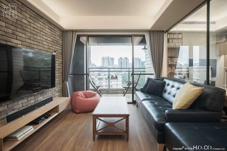 客廳 现代客厅設計點子、靈感 & 圖片 根據 光合作用設計有限公司 現代風 木頭 Wood effect