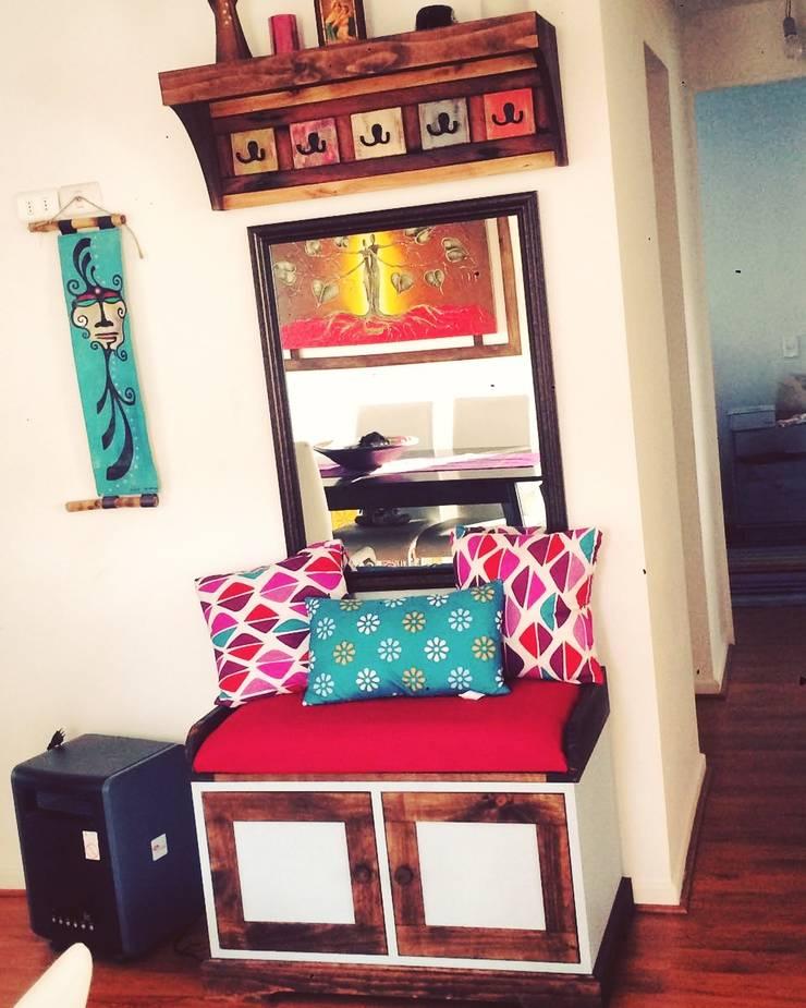 Mueble recibidor con colgador de Taller Carpintería Massive Clásico Madera maciza Multicolor