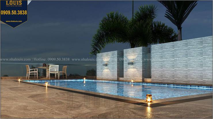 Biệt thự có hồ bơi trên sân thượng bởi Công Ty Thiết Kế Xây Dựng LOUIS