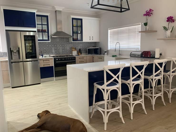 Kitchen bespoke cupboards Modern kitchen by CS DESIGN Modern