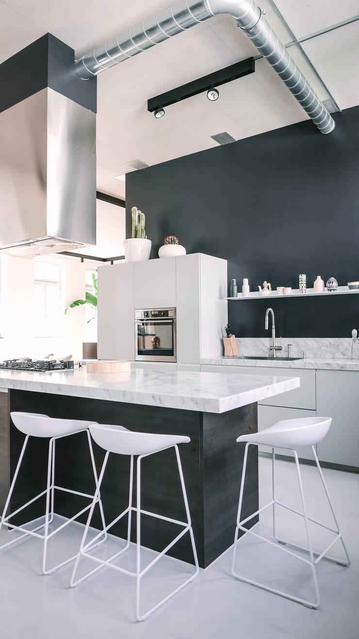Loft by Anastasia Schuler Design Modern