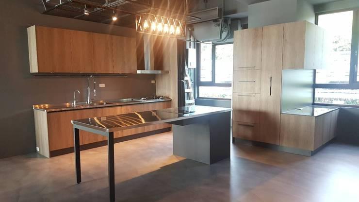 八里萊茵堡案 根據 祥虹廚具規劃設計 工業風