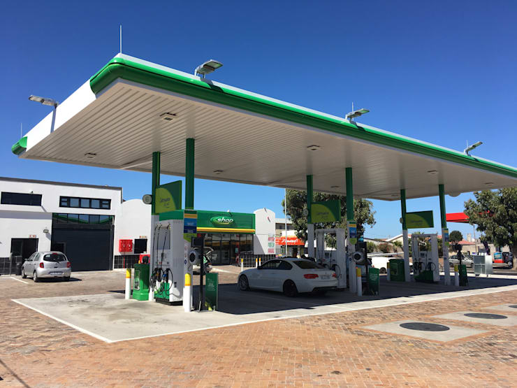 New BP Fuel station, Cape Town by Holloway and Davel architects