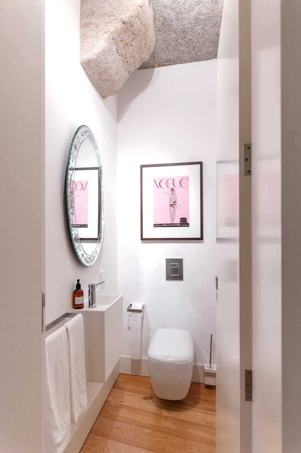 12 helpful ideas you can use in your own little bathroom