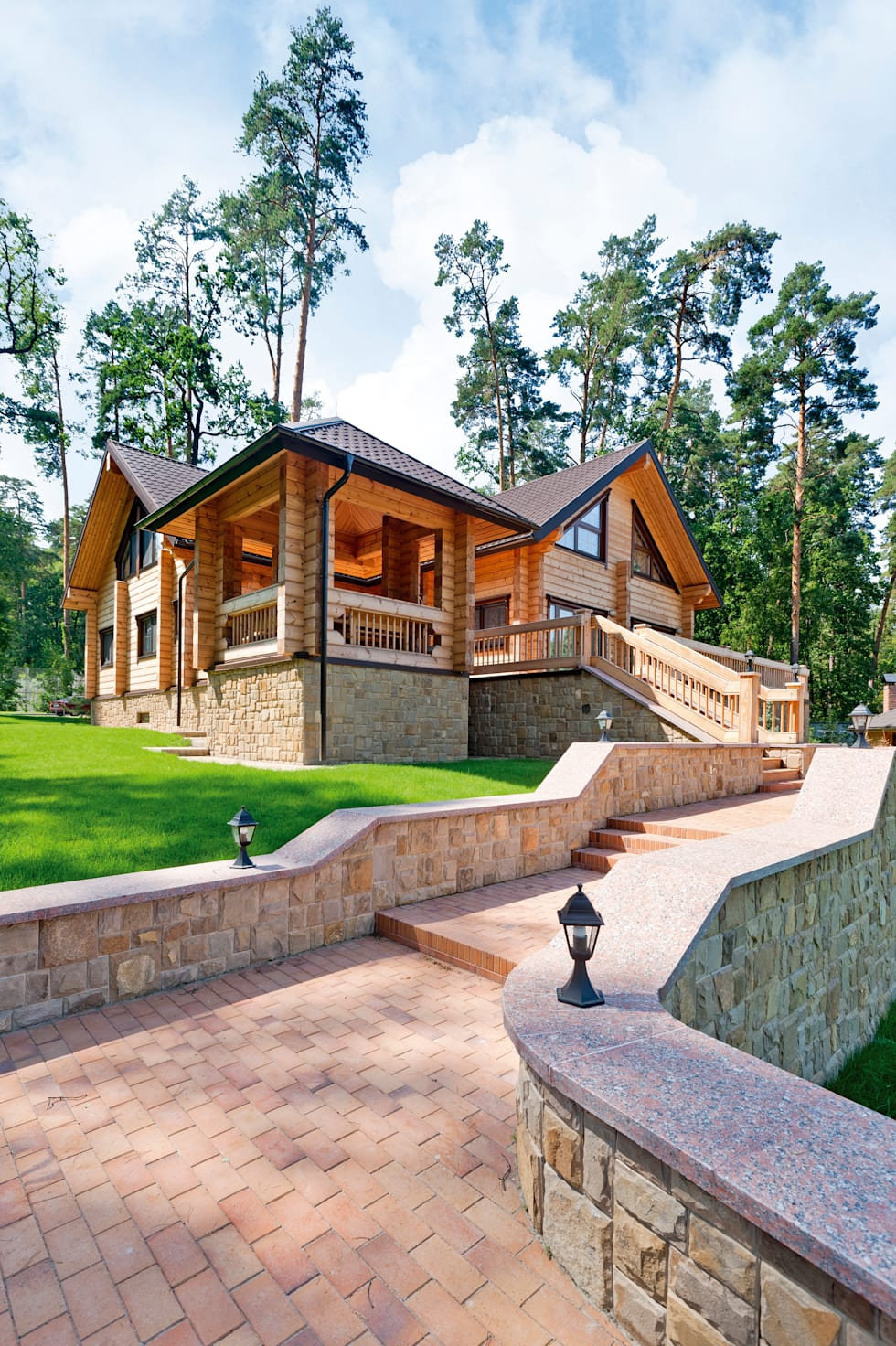 A Picture-Perfect Lincoln-Log Home