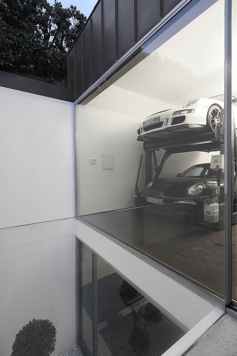 Garagens e edículas  por Barbosa & Guimarães, Lda.