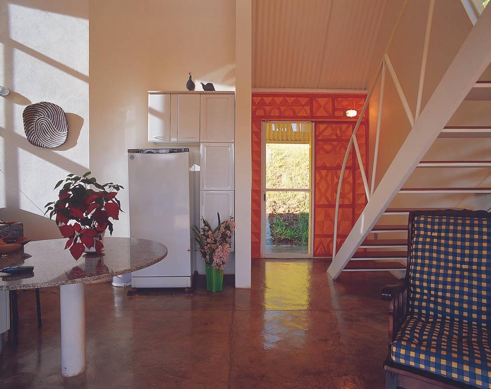 Casa Eugênia por Joao Diniz Arquitetura: Cozinhas modernas por JOAO DINIZ ARQUITETURA