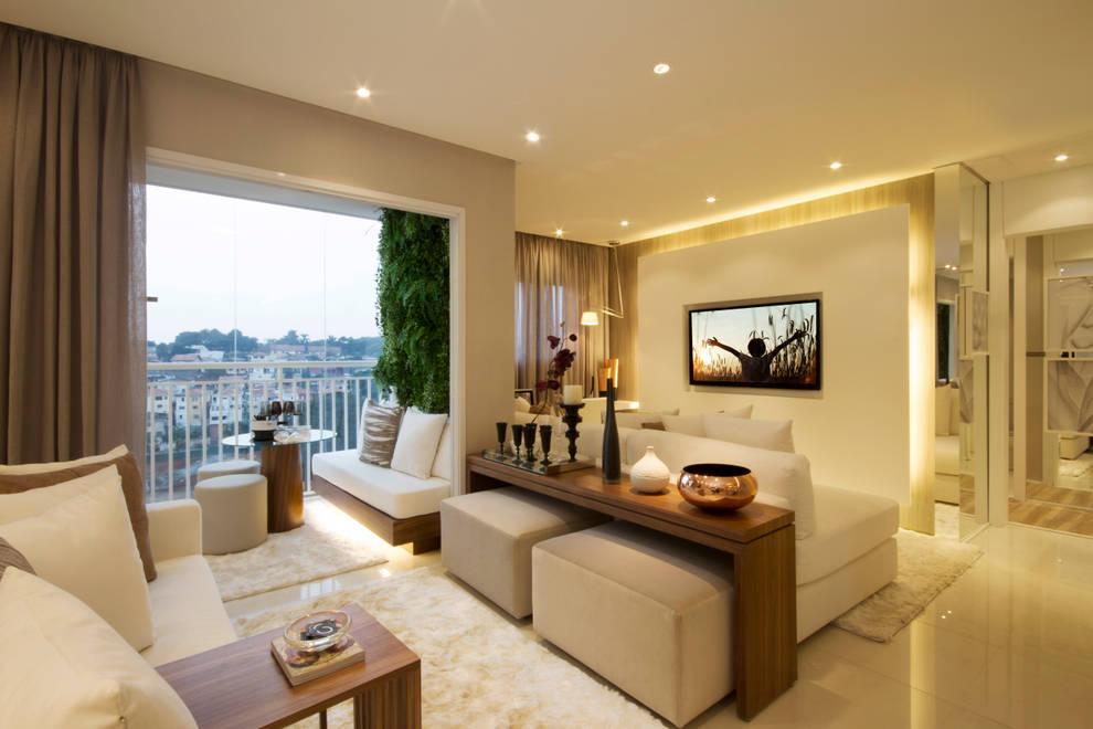 Soggiorno in stile in stile Classico di Chris Silveira & Arquitetos Associados