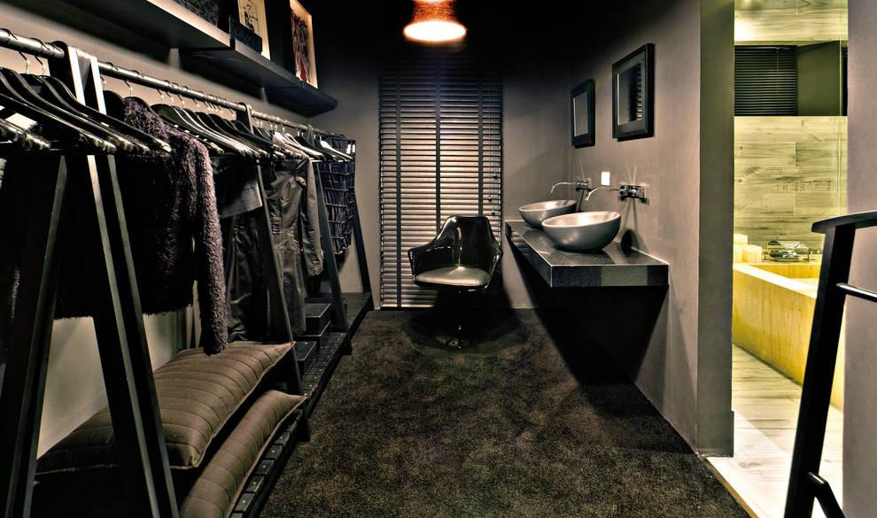 Loft do Mirante: Closets modernos por Neoarch