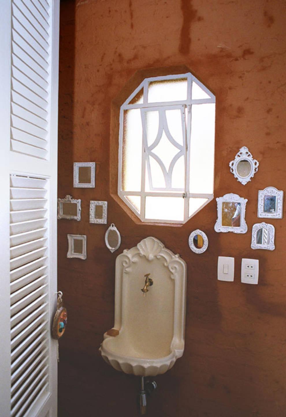 Lavabo: Banheiros campestres por Célia Orlandi por Ato em Arte