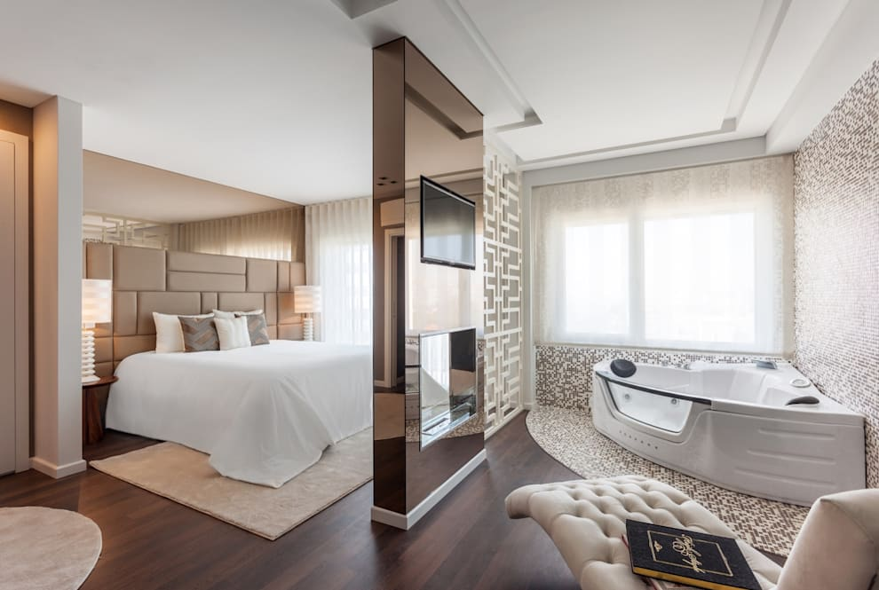 Dormitorios de estilo  por Movelvivo Interiores