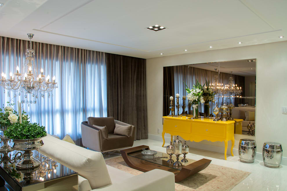 Livings de estilo clásico por Michele Moncks Arquitetura