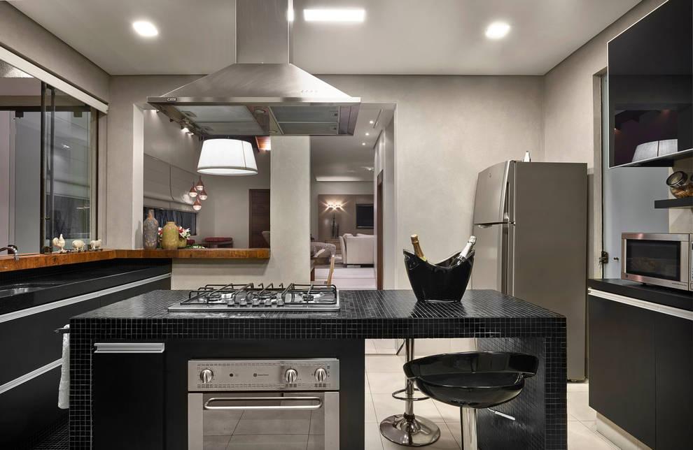 Residência AM: Cozinhas modernas por Isabela Canaan Arquitetos e Associados