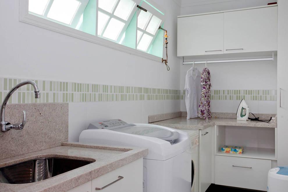 Baños de estilo ecléctico por CMSP Arquitetura + Design