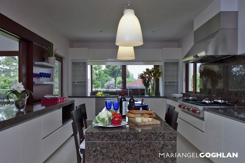 Cozinhas modernas por MARIANGEL COGHLAN