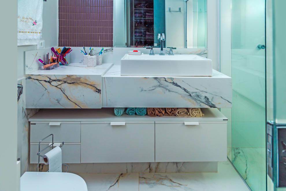 Integração Total: Banheiros modernos por ADRIANA MELLO ARQUITETURA