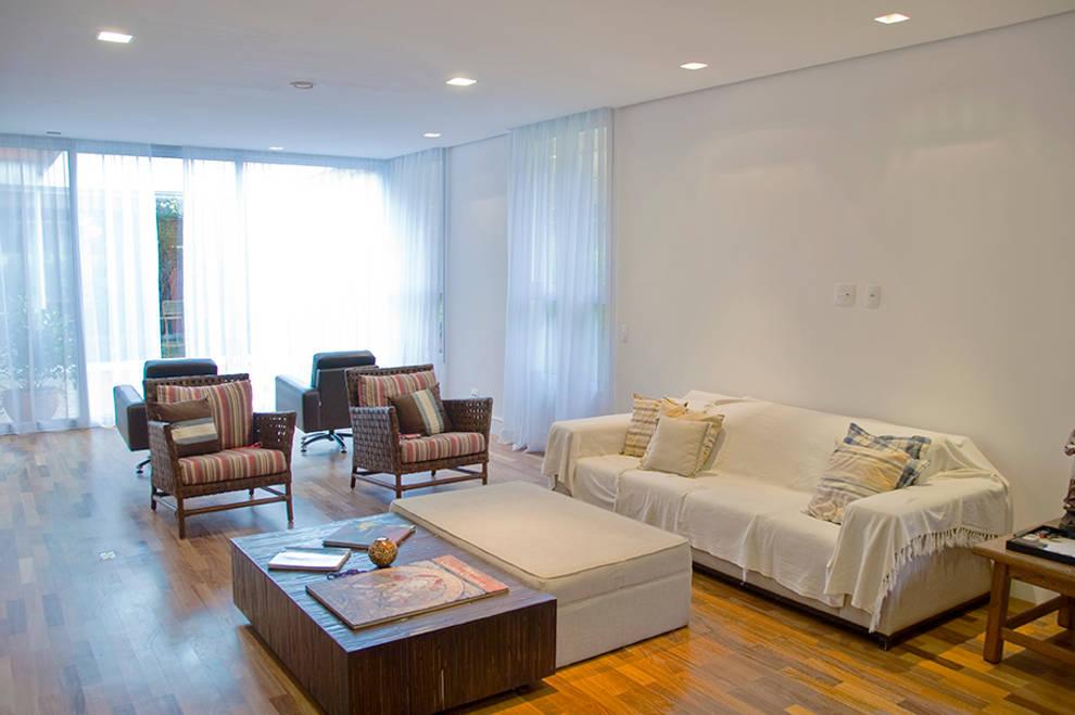 Salas de estilo moderno por MONICA SPADA DURANTE ARQUITETURA