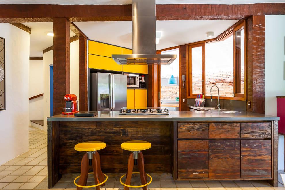 Casa Caiçara: Cozinhas coloniais por RAC ARQUITETURA