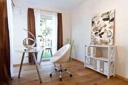 Eigentumswohnung: moderne Arbeitszimmer von Home Staging Cornelia Reichel