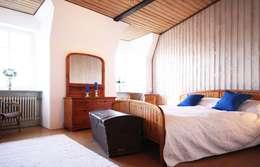 Projekty,  Sypialnia zaprojektowane przez Home Staging Cornelia Reichel